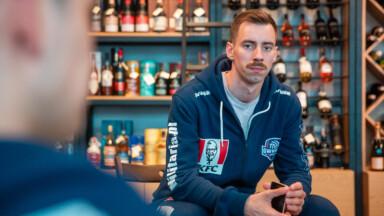 Stylizacja wąsa na Movember | KFC Gwardia Wrocław